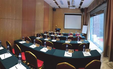 (会议室摆台标准图ppt图1) 人民大会堂各会议厅的摆设,装饰此外,还有