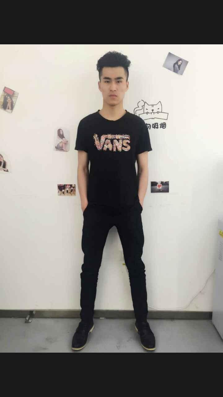 首页 演艺人员 > 北京男模特王为  北京男模特王为 身高:187 体重:75